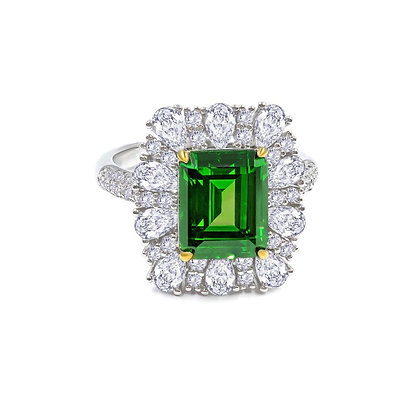 Sparkling Emerald Ring