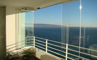 o cerrar sus terrazas balcones y locales comerciales este sistema de cierre es novedoso los paneles de cristal no llevan marcos verticales y se tiene