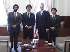 ACCJ関西支部幹部と橋下大阪府知事と対談Meeting the Governor of Osaka