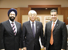 キラン・セティ 関純一大阪市長と会談を行うKiran Sethi meets with the mayor of Osaka, Junichi Seki