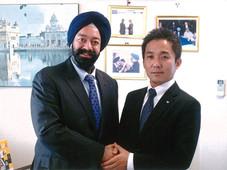 神戸青年会議所第55代理事長の松田幸治様が第45代理事長の弊社社長キラン セティを表敬訪問されました。