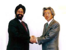 Kiran Sethi meets Japanese Prime Minister Junichiro Koizumi in Tokyo キラン・セティ、小泉純一郎に会う サポーターからのメッセージ