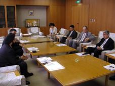 キラン・セティ 社団法人関西経済連合会 下妻会長と会談を行う Kiran Sethi meets with Chairman of Kansai Economic Federation