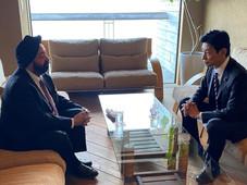 西村やすとし経済再生担当大臣の後援会のイベントに、キランが特別ゲストとして招かれました。