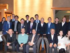 神戸をデザインの力で発展させようと組織された「クリエイティブ・ヴィレッジ」。3月度例会が洲本市のホテルで開催され、神戸経済の牽引役やオピニオンリーダーが集まった。