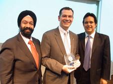 在日アメリカ商工会議所主催2012年表彰式が開催され、弊社社長キラン S. セティはプレゼンターとして参加しました。