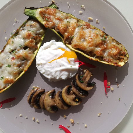 La courgette farcie, œuf mollet, champignons.