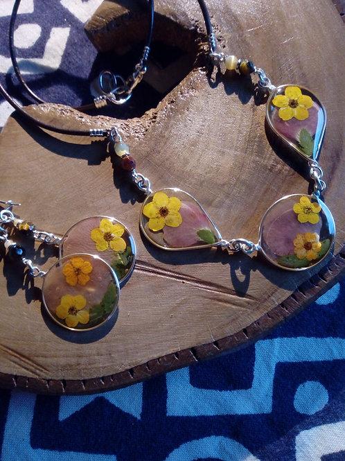 collana girocollo + orecchini, free nichel,fiori:biancospino, petalo viola