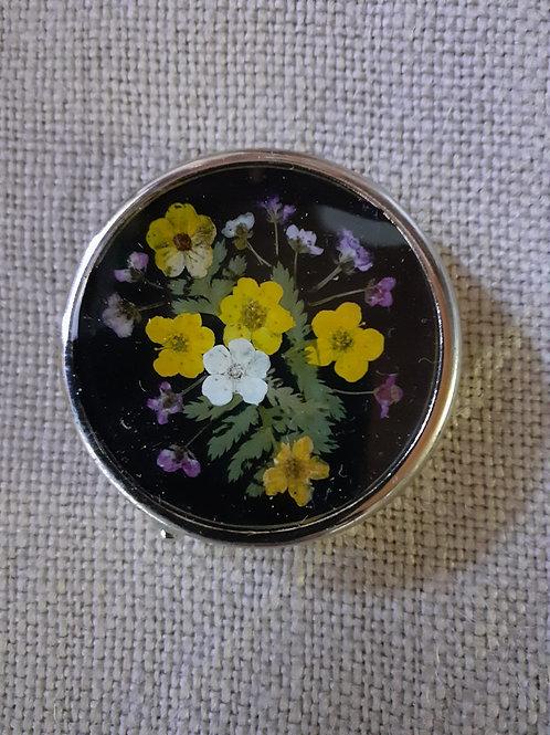 scatolina fondo nero,fiori felce,alisso, biancospino