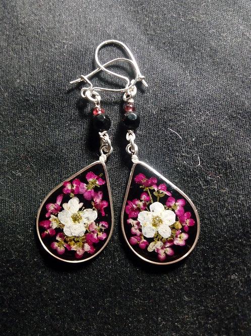 orecchini fondo nero, monachella arg.925, fiori:alisso, biancospino