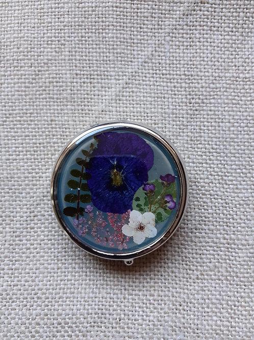 scatolina verde salvia, fiori:violetta, biancospino, felce