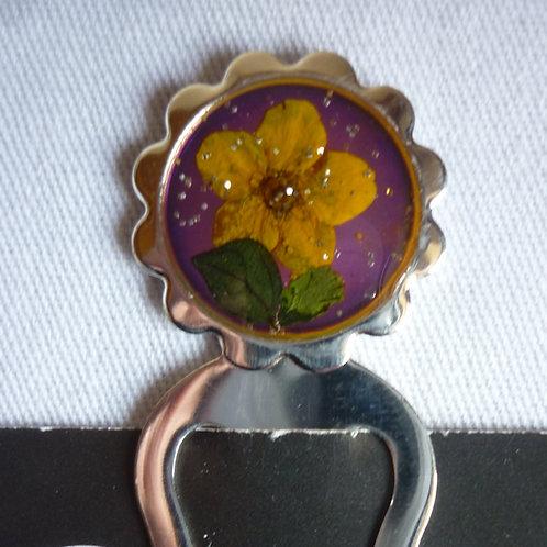 Segnalibro fiori veri fondo viola
