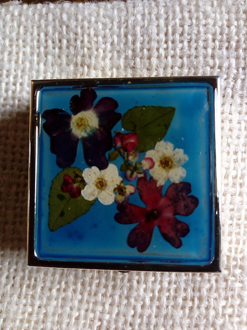 Portapillole fondo blu chiaro, fiori: verbena, biancospino