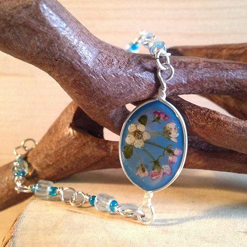 Bracciale fiori veri e pietre fondo azzurro