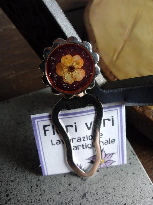 segnalibro con fiori veri