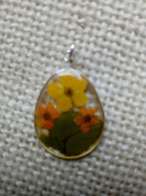 ciondolo ovale, free nichel, fiori: biancospino colorato, foglia verde