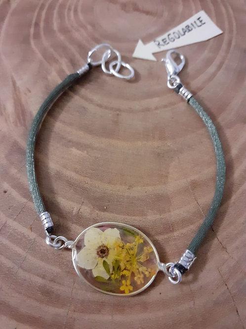bracciale ovale trasparente,cordino verde salvia,fiori:biancospino,millefiori