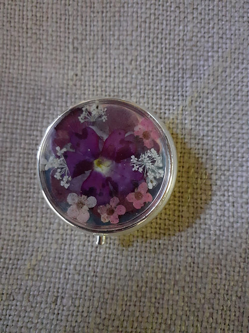 scatolina tonda,fondo argento,fiori:verbena, biancospino