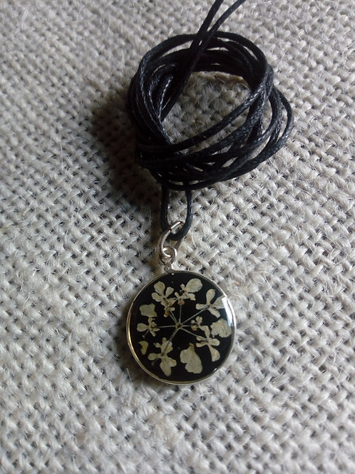 ciondolo fondo nero, free nichel, fiori:millefiori