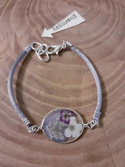 bracciale ovale. cordino coda di topo grigio, fiori:petalo ortensia, biancospino
