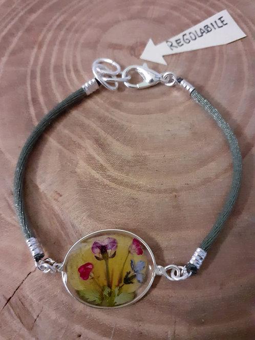 bracciale ovale trasparente cordinoverde salvia,fiori:petalo viola,alisso