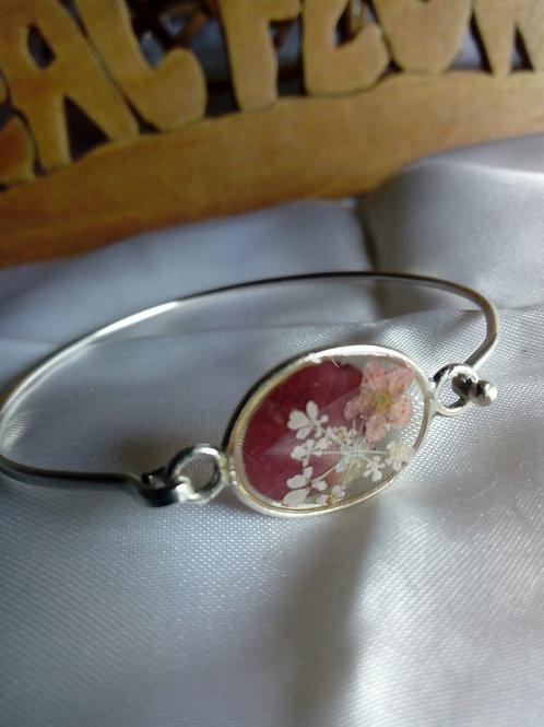 braccialetto filo rigido, free nichel. fiori: petalo, millefiori, biancospino