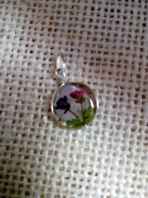Ciondolo trasparente, nichel free, fiori: alisso fuxia e viola, felce