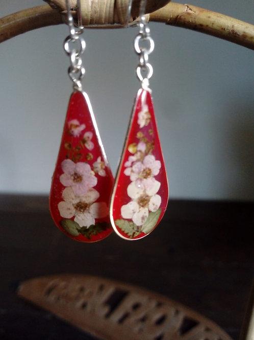 Orecchini goccia medi fondo rosso,fiori:.biancospino, monachella arg.925