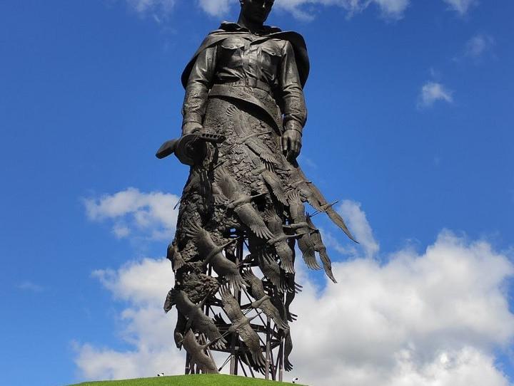 Первый в истории Российской Федерации мемориальный комплекс, посвящённый памяти советских солдат