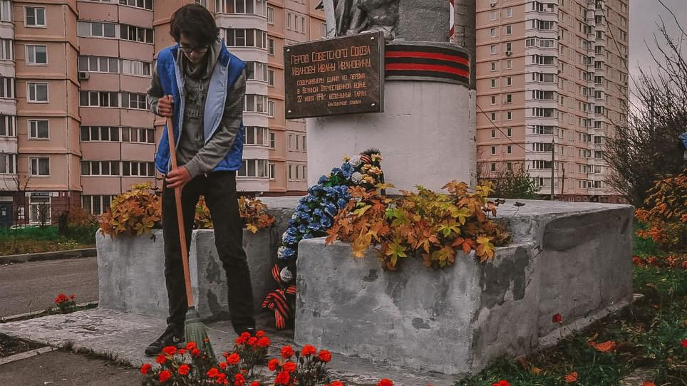 Более 20 памятников привели в порядок волонтеры Победы в Московской области