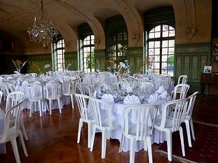 Déjeuner dans un salon du château