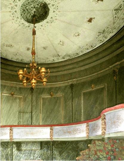 le theatre a l'italienne du chateau de Sully avec balcon
