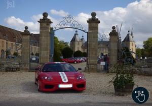 190 mythiques Ferrari envahissent le château de Sully