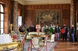 Grand salon avec visiteurs (1024x683)