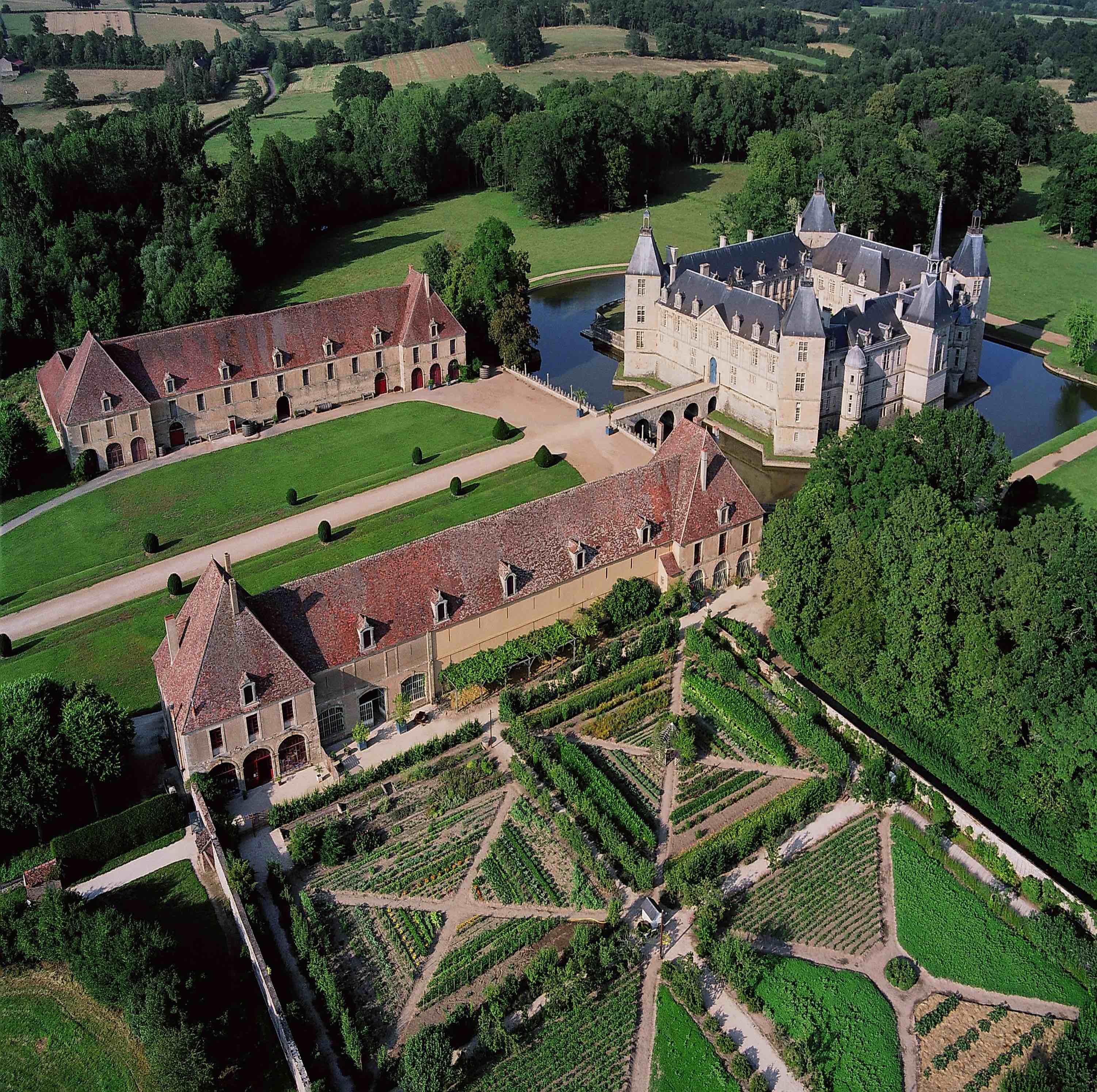 Chateau De Sully En Bourgogne
