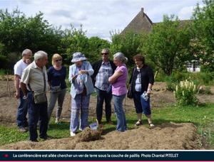 Les visiteurs découvrent la permaculture