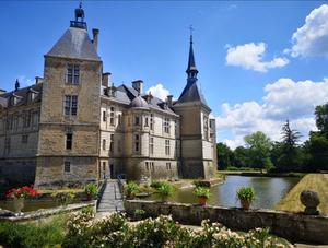 Suivez le guide : dans les secrets du château de Sully
