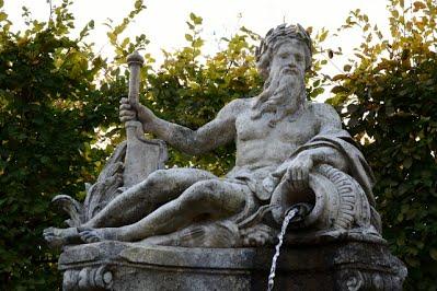 Chateau de Bizy statue fontaine