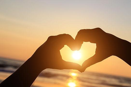 Heart_Sun_Hands_Silhouette_562753_1280x8