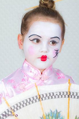 הדרכת איפור פנים של יפנית לפורים