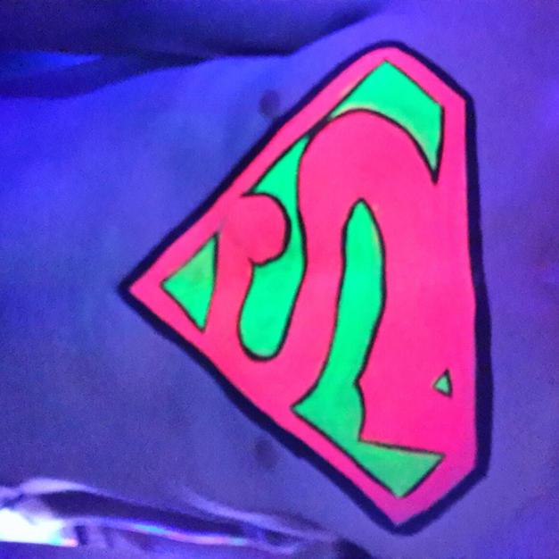 ציור פנים זוהר בחושך- סופרמן