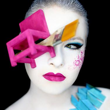 ציור פנים שזכה במקום ראשון והופיע במגזין יופי