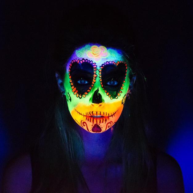 ציור פנים זוהר בחושך