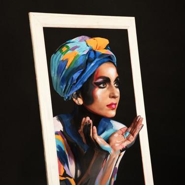ציור גוף על דוגמנית בסגנון ציור על קנבס