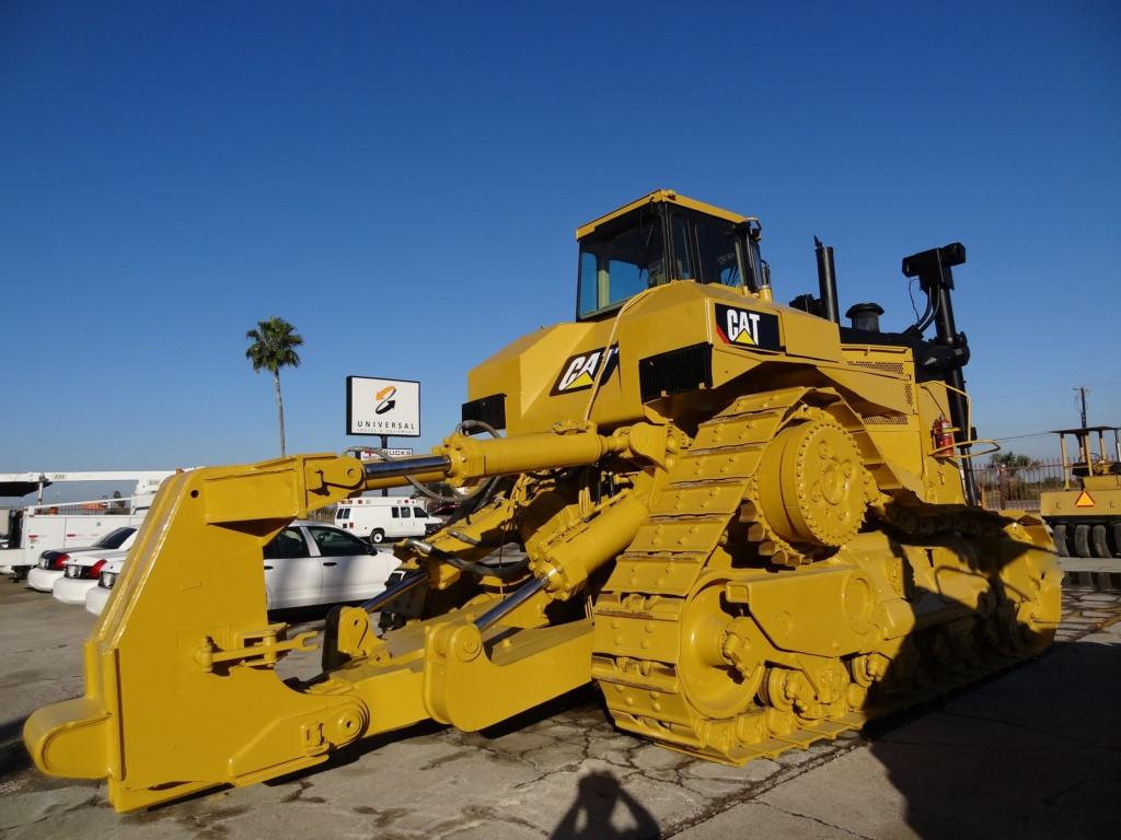 1989 Caterpillar D11N, caterpillar 3508 engine, 770 HP, enclosed cab, single shank ripperand new paint job $165,000 USD