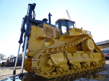 1989 Caterpillar D11N, caterpillar 3508 engine, 770 HP, enclosed cab, single shank ripper and new paint job $165,000 USD