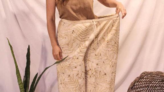 calça patacourt de algodão cru veste 38 ao 44 - c/ estamparia natural (ecoprint)
