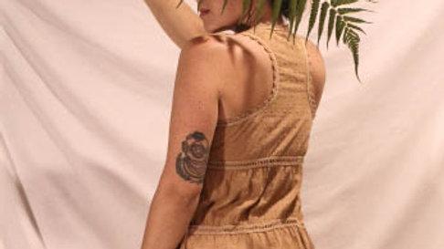 "blusa garimpada em brechó c/ tingimento natural c/ cogumelos (série: ""micorriza)"