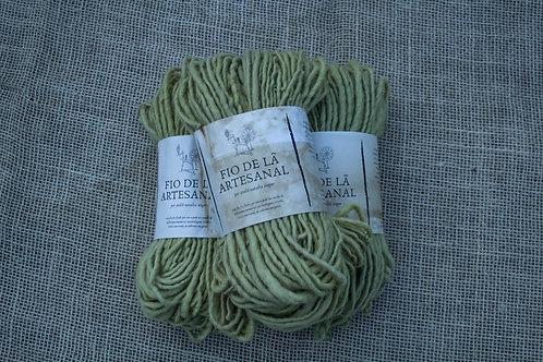 fio 100% lã fiado e tingido naturalmente com cascas de cebola, erva mate e ferro