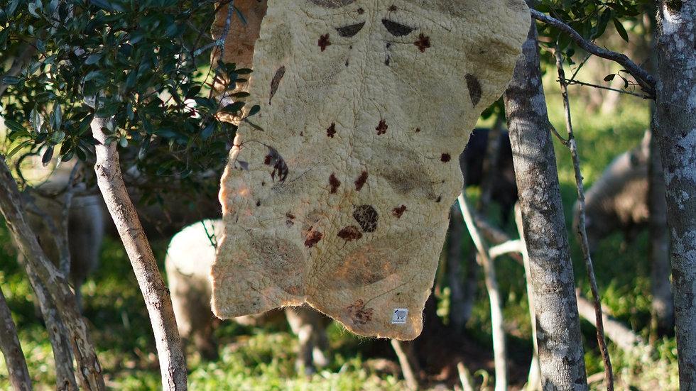 manta de lã ovina agroecológica com ecoprint - projeto ovelhas azuis